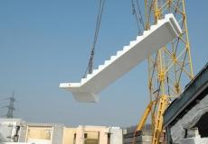 USINE-0435-escalier-soulevé-grue1